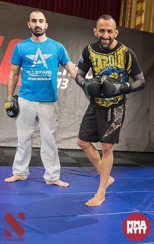 Madadi tillsammans med sin coach Andreas Michael. Foto: Micha Forssberg