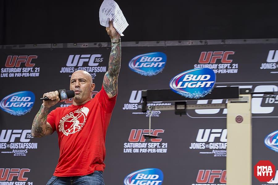 Joe Rogan 02 MMAnytt UFC 165 Foto - Micha Forssberg
