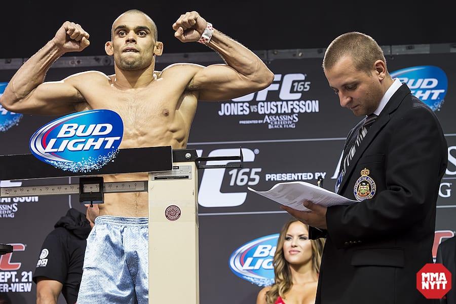 Renan Barao Pegado 01 MMAnytt UFC 165 Foto - Micha Forssberg