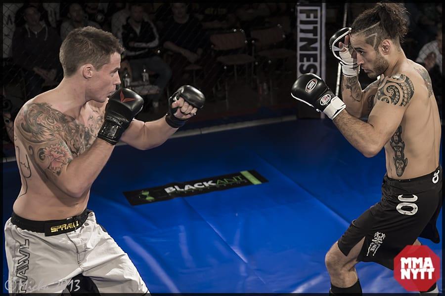 Flores förlorade visserligen sin professionella debut, men dessförinnan segrade han mot just Robin Tuomi (vänster) i amatör MMA-SM. Foto: Micha Forssberg