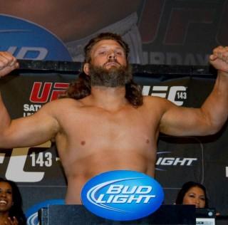 UFC Fight Night 52: Invägningsresultat
