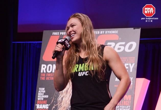 Video: Ronda Rousey biter i äpplen igen