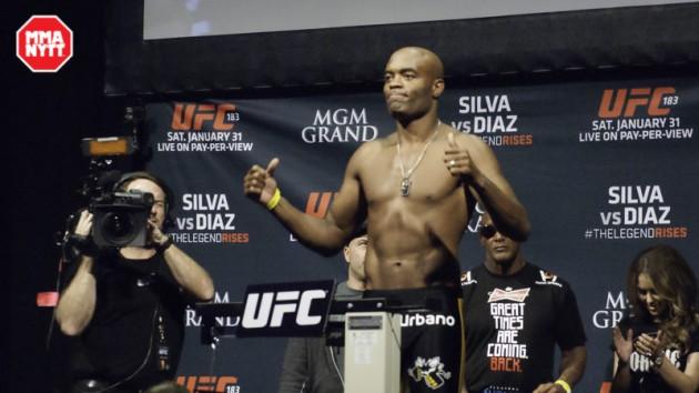 Anderson Silva bjuder på läskiga sparkar inför matchen mot Michael Bisping