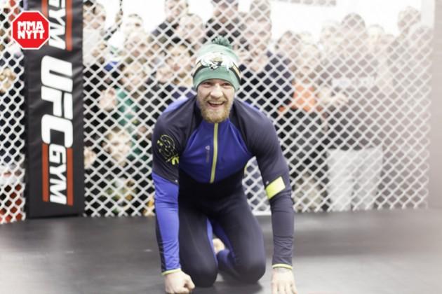 Conor McGregors träningskamrat stoppar rånarliga i Dublin klädd i Batman-tröja