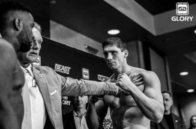 Se Glorys tungviktsmästare Rico Verhoeven dominera MMA-debuten