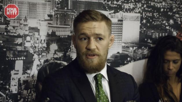 Conor McGregor hyllar Demetrious Johnson på Twitter