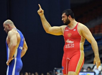 UFC:s tungviktare Bilyal Makhov tog dubbla bronsmedaljer i brottnings-VM