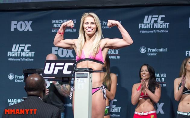Video: Följ den ceremoniella invägningen inför UFC on FOX 22: VanZant vs. Waterson