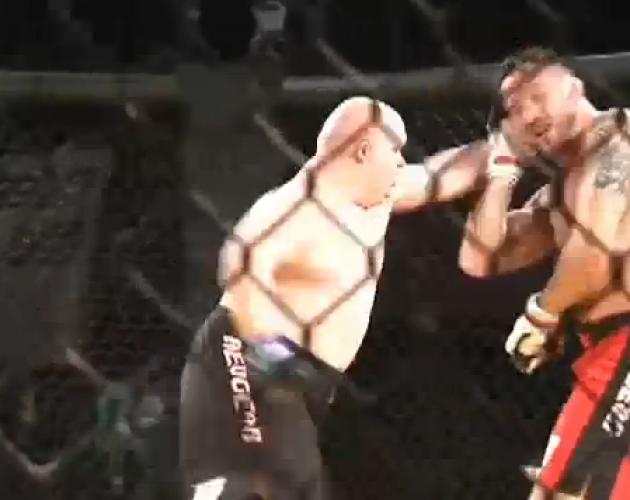 Video: UFC-veteran förlorar mot en fighter som har downs syndrom