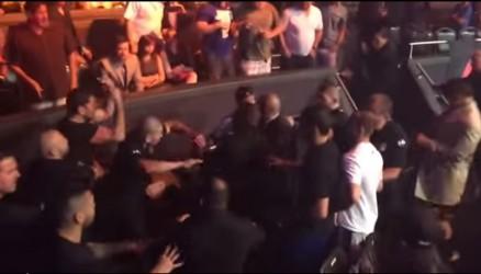 Nick Diaz kastar ölglas på Khabib Nurmagomedov