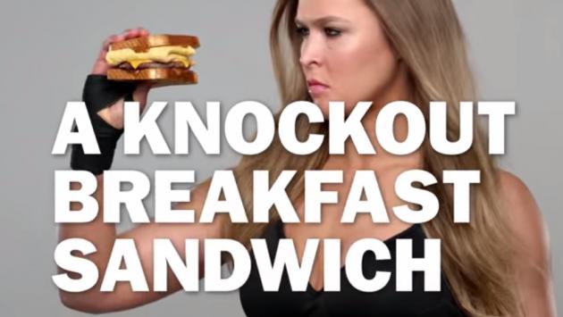 Ronda Rousey's reklamfilm för amerikanska snabbmatskedjan Carl's Jr.