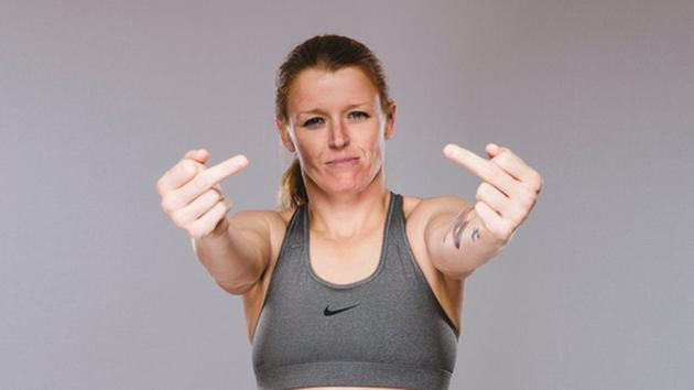 Invicta-mästaren Tonya Evinger vill inte kyssa röv i UFC