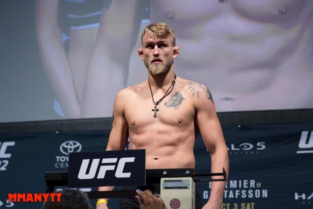 Video: Invägningen för UFC Fight Night 93 i Hamburg