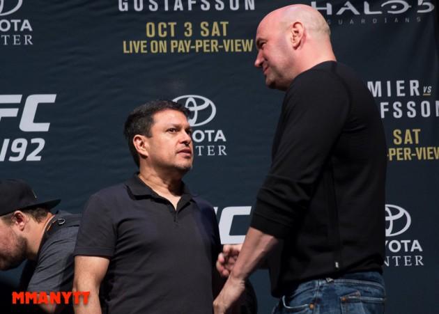 Joe Silva Dana White UFC 192 2015 MMAnytt 2015 Foto Mazdak Cavian UFC_-64