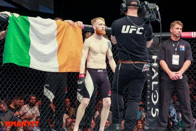 Conor McGregor hyllar pensionerade Paddy Holohans karriär