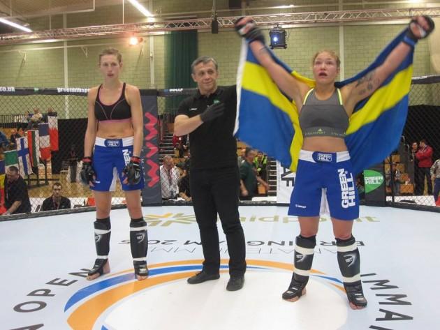 Cornelia Holm tar ännu ett svenskt guld i VM i amatör-MMA