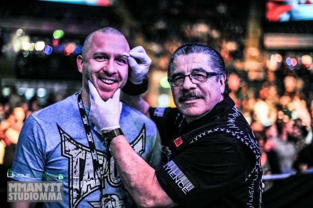 UFC:s sparkade cutman Jacob Duran får stöd av Hollywoodstjärnor
