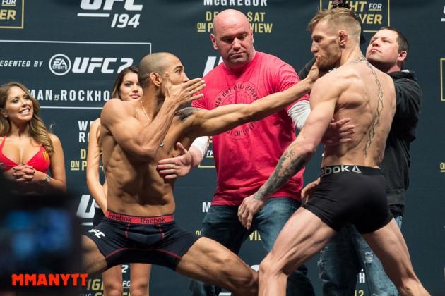 Staredown Jose Aldo Conor McGregor UFC 194 Weigh In Las Vegas MMAnytt Photo Mazdak Cavian 2015-74