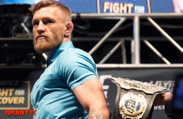 Video: Conor McGregor överraskar två fans av slump när de härmar honom