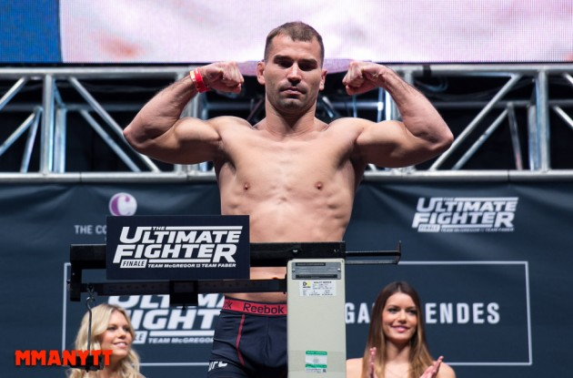 Inför sin huvudmatch säger Artem Lobov att han slår hårdast i fjäderviktsdivisionen