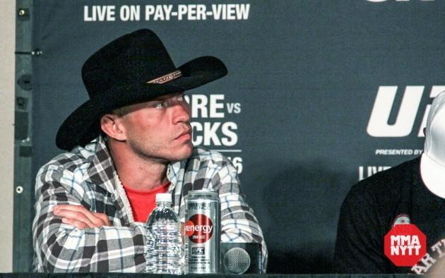 Cowboy Cerrone bjuder in Sage Northcutt att komma och besöka ranchen