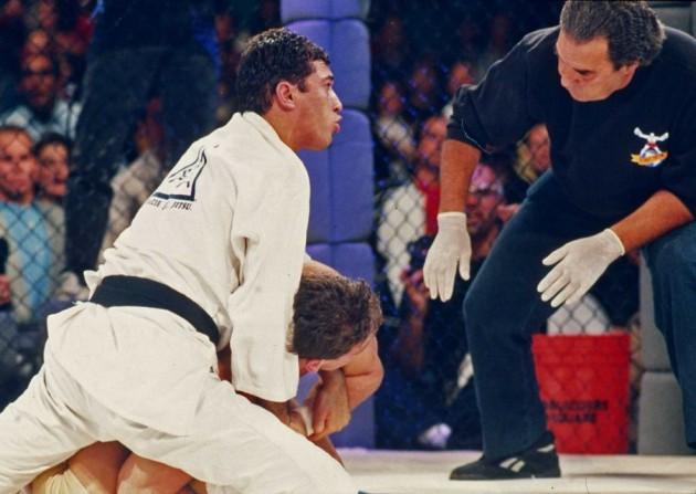 Veckans kommande höjdpunkt: Bellators mest bisarra gala hittills – Bör två 50-åringar tävla i MMA?
