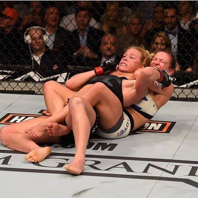 Holly Holm förlorar sin mästartitel till Miesha Tate under UFC 196