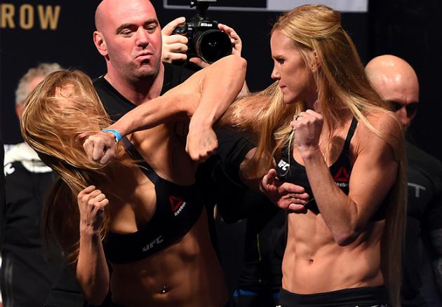 Redan vid invägningen såg man en skillnad i det mentala hos Ronda Rousey och Holly Holm. Foto: Zuffa LLC