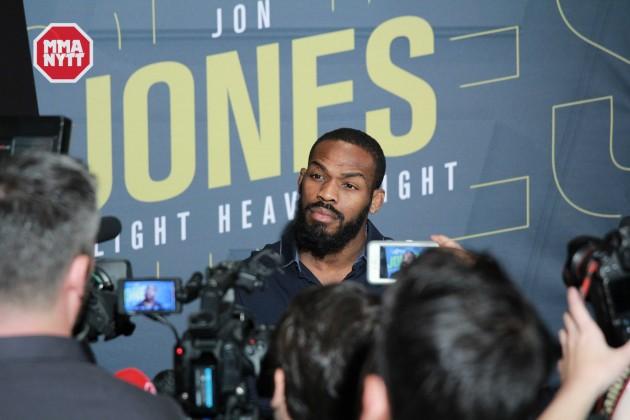 Följ presskonferensen efter UFC 197 LIVE kl 7.30