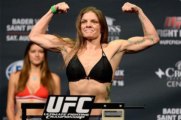 Lauren Murphy välkomnar debutanten Katlyn Chookagian på UFC Fight Night 91