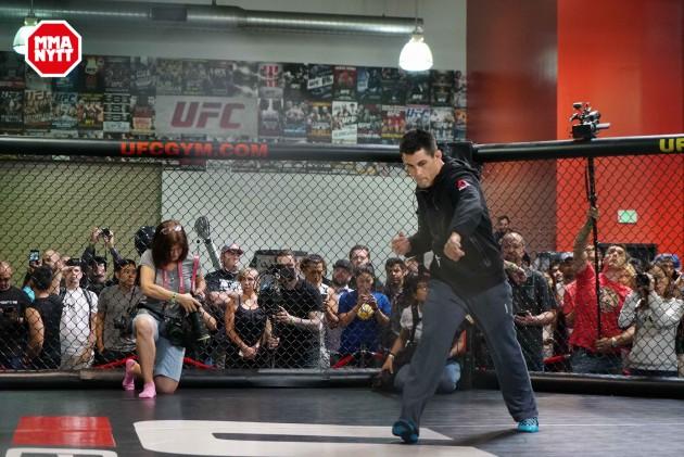Video: Kolla in Dominick Cruz fantastiska fotarbete – UFC 199 Open Workout
