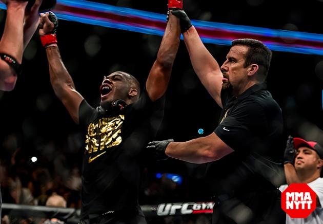 Jon Jones är inte nöjd med matchdomaren för UFC 200