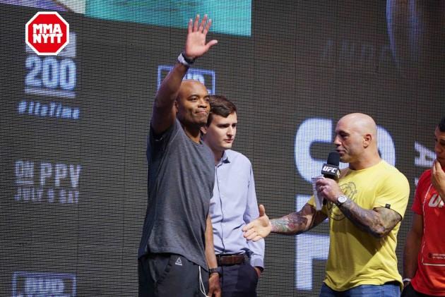 Dana White antyder på att Joe Rogan stannar kvar i UFC
