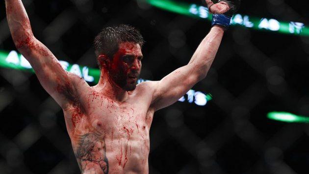 Veckans höjdpunkt: En mästerlig, fartfylld, vacker och blodig UFC on FOX 21: Condit vs. Maia