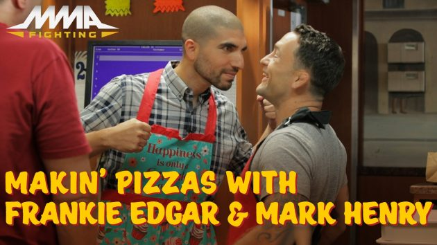 Video: Ariel Helwani bakar pizza med Frankie Edgar och Mark Henry