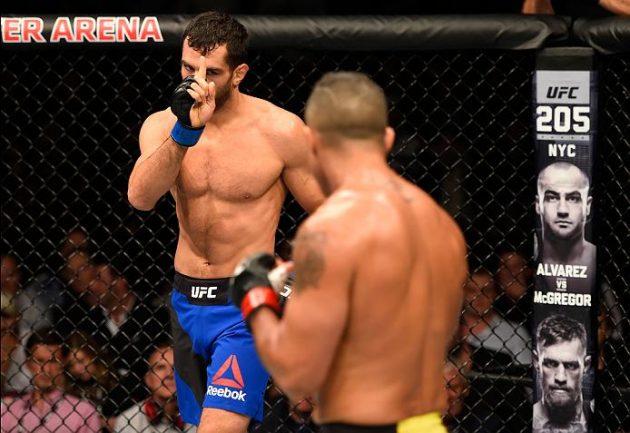 """Gegard Mousasi: """"McGregor hotade mig med kniv genom meddelanden"""""""