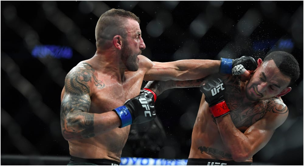 Alexander Volkanovski, Max Holloway (© Stephen R. Sylvanie USA Today Sports)