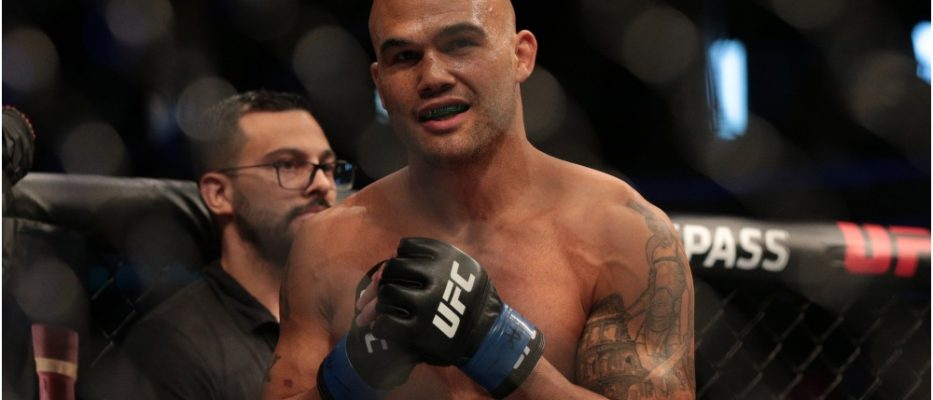 Robbie Lawler (© Vincent Carchietta - USA TODAY Sports)